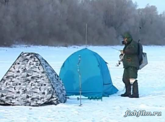 Как люди ловить рыбу зимой на течении
