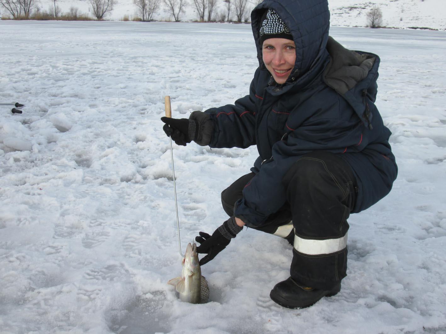 Зимняя рыбалка в селе